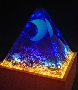"""Pyramide """"Königin der Nacht"""" - beleuchtet, 10cm x 10cm - Einzelanfertigung auf Anfrage"""