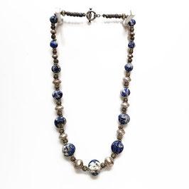 Ketting met zilver en oudeTrade beads kralen