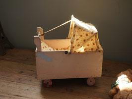 幌付き木製乳母車