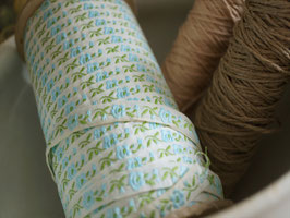 刺繍リボンテープ 水色花