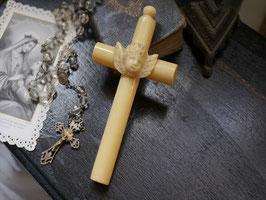ゆりかごの天使十字架