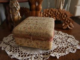花のカルトナージュ宝石箱