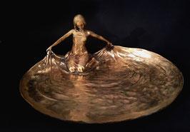 Tereszcuk Bronze Schönheit kniend am Wasser c. 1920