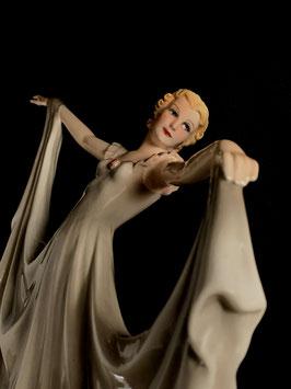Keramos Tänzerin c. 1920