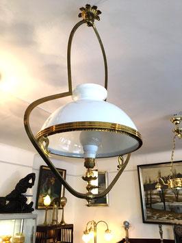 Jugendstil Lampe mit weißem Glasschrim c. 1905