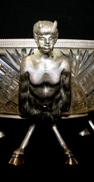 Glasschale mit Krampus Figuren c. 1920