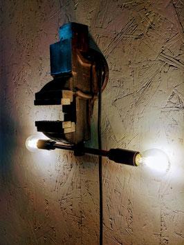 Lamp gemaakt van oude bankschroef.