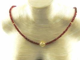 Granat-Kette facettiert mit Spirale Silber vergoldet (925) mittig, Best.-Nr.:GKSV002