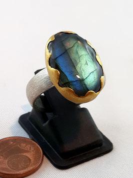 Labradorit Ring in Feingold (99,99) gefaßt mit Silber (925)