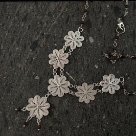 Collar Flores en Filigrana y Granates