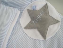 6/ Babykuscheldecke incl Namen hellblau gestreift mit grauem Stern