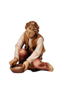 Statua ragazzo che munge in legno