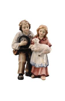 Statua coppia bambini con agnello in legno