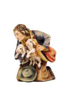 Statua pastore inginocchiato con agnelli in legno