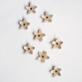 Lot de 5 Fleurs décoratives à accrocher ou à poser , dimensions 8 cm