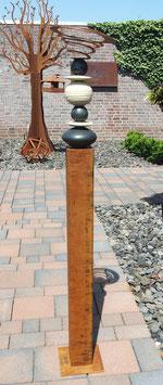 Gartenstele, Große Vierkant- Stele aus Eisen