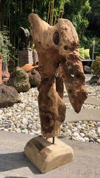 Skulptur im feröstlichen Stil. Von der Natur inspiriert, handwerklich vollendet