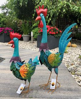 Hahn und Huhn aus Metall. Zwei große Eyecatcher für Haus und Garten