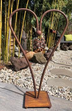 1,00 Meter großes Herz aus Eisen. Gartendekoration
