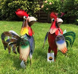 Hahn und Huhn aus Metall. Sehr dekorativ.