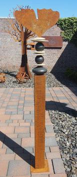 Gartenstele, Vierkant- Stele mit Ginkgo- Blatt