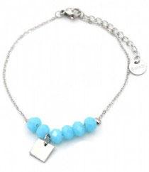 MA-02202 Armbandje met kleine mooi bedeltje en licht blauwe glas steen kralen