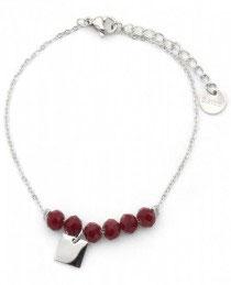 MA-02201 Armbandje met kleine mooi bedeltje en rode glas steen kralen