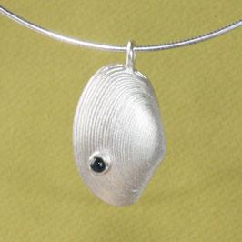 Muschel Anhänger mit Turmalin in Silber