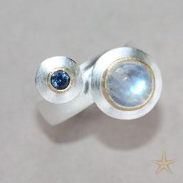 Unikat/ Ring handgefertigt mit Mondstein und Safir , in 925 Silber, 900 Gold