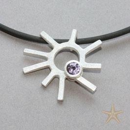 Sonnen Anhänger mit fliederfarbenen  Spinell, Silber