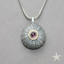 Seeigel Anhänger mit rosa Turmalin, Silber / Gold