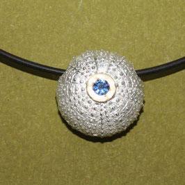 Seeigel Anhänger mit Safir, 2cm Silber / Gold