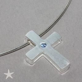 schlichtes Kreuz mit Safir