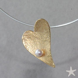 Herzanhänger, 3,5cm, gehämmert mit Perle, Silber goldplattiert