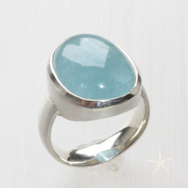 Unikat Ring handgefertigt mit Aquamarin, Aquamarin Ring, oval, in 925 Silber