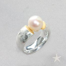 Unikat Ring handgefertigt  mit großer Perle in Silber/Feingold