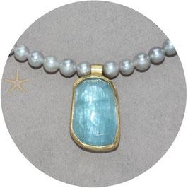 Unikat, Anhänger mit Aquamarin barock geschliffen mit Perlenkette
