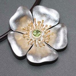 Blüten Anhänger, Heckenrose mit Peridot