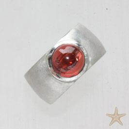 Unikat Ring handgefertigt mit Granat , in 925 Silber