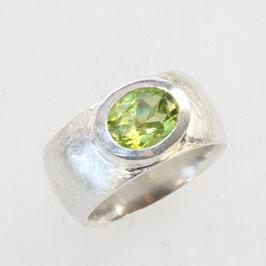 Unikat Ring handgefertigt mit Peridot , in 925 Silber
