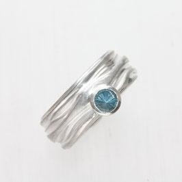 Unikat Ring handgefertigt, Wellenstruktur breit mit blauem Topas