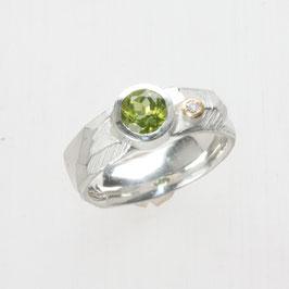 Unikat Ring, handgefertigt , Peridot und Brillant, Silber/Gold