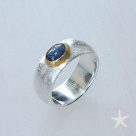 Unikat Ring handgefertigt mit Safir , in 925 Silber, 900 Gold