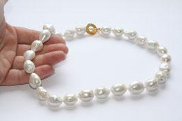 große, barocke Perlenkette ,16mm x 13mm