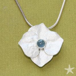 Hortensie Anhänger ,3cm,  Silber mit hellblauem Aquamarin
