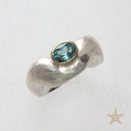 Unikat Ring handgefertigt mit Turmalin , in 925 Silber und 750 Gold