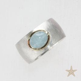 Unikat Ring handgefertigt  mit Aquamarin in Silber/ Goldfassung