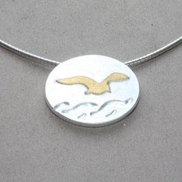 Anhänger mit einer Möwe und Welle, Silber und Gold, oval, klein