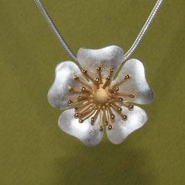 Blüten Anhänger Heckenrose klein, incl. Silberkette