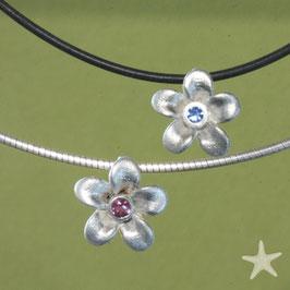 Blüten Anhänger Anhänger mit blauem Saphir oder grünem Turmalin , Silber